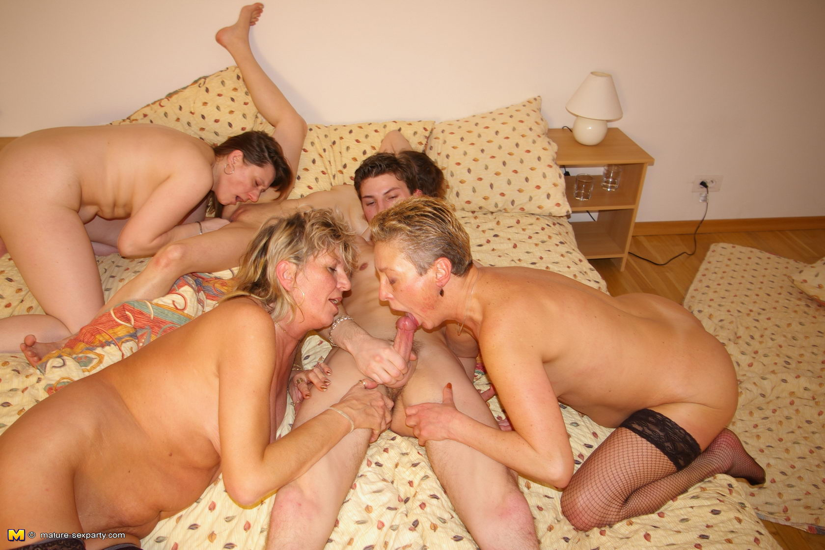 Old women group sex