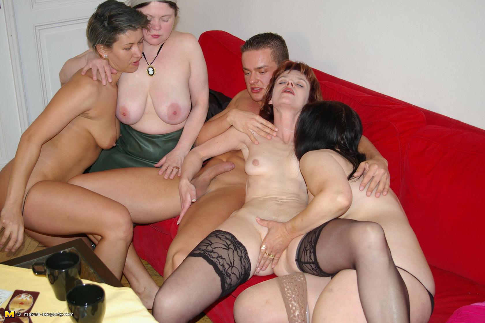 Фото голых секси зрелых дамочек 12 фотография
