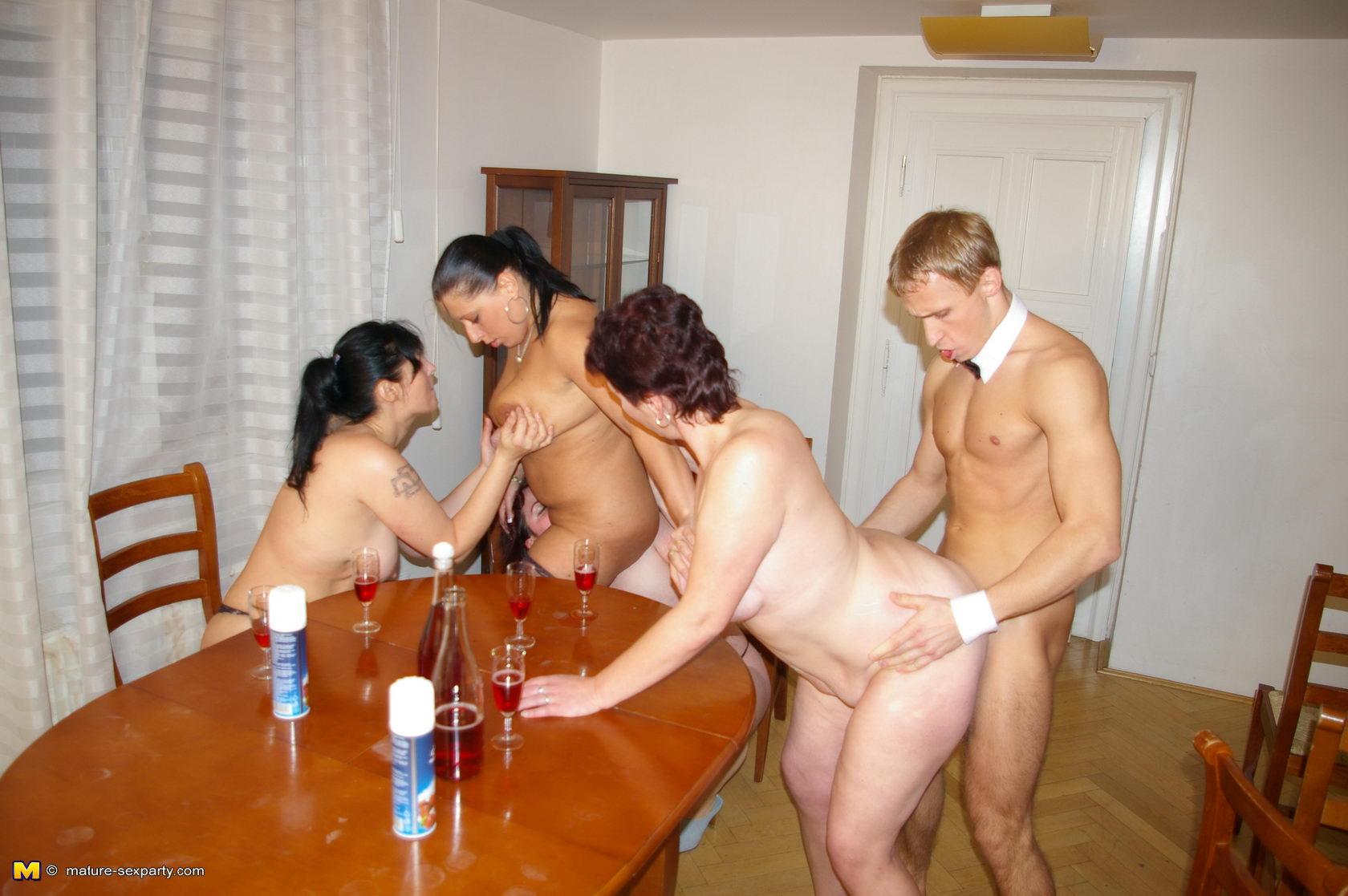 Секс тетки и племянника в бане 21 фотография