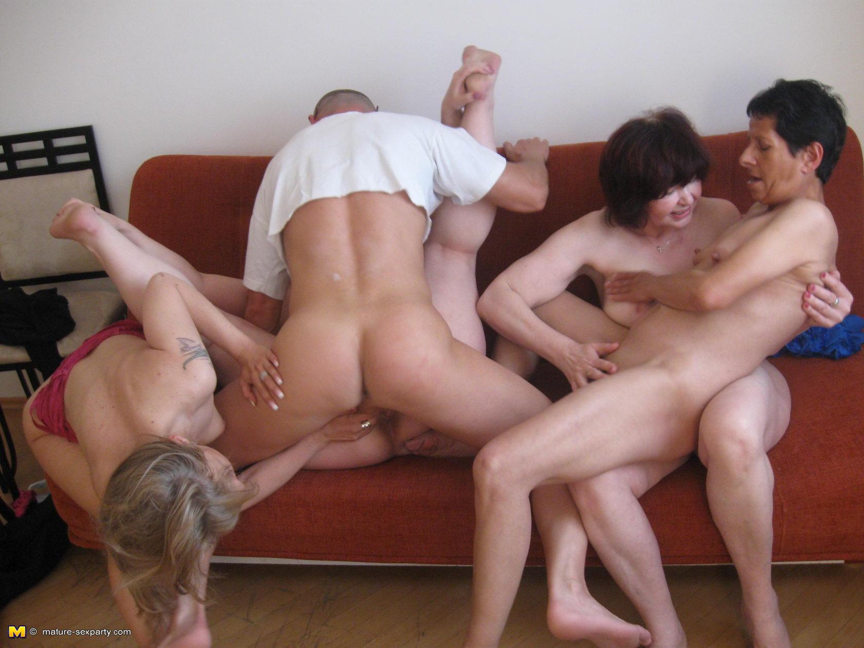 Секс ебуться молодые 9 фотография