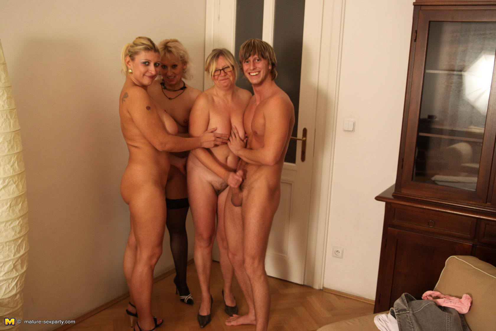 women kissing erect penis