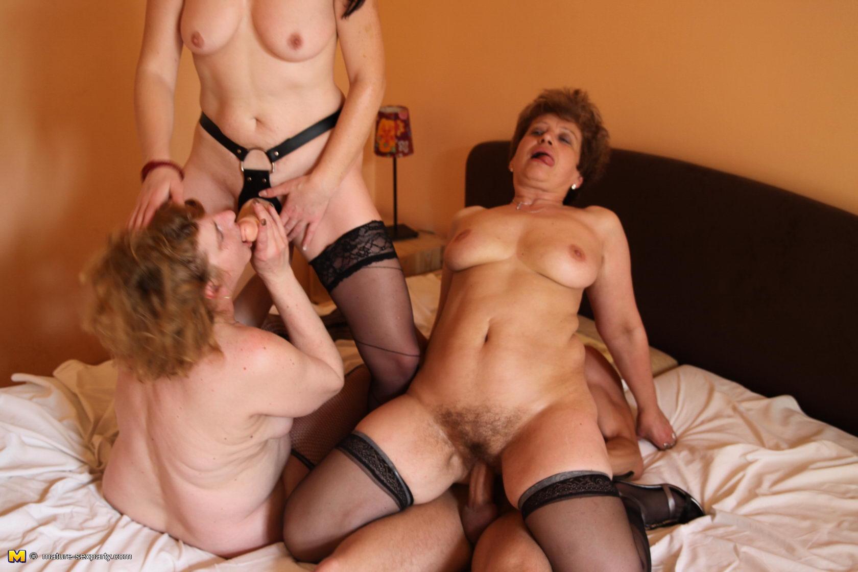 Фото зрелых черно волочые порно 14 фотография