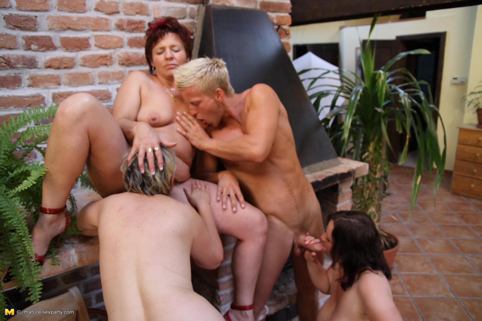 Три женщины трахаются — photo 6