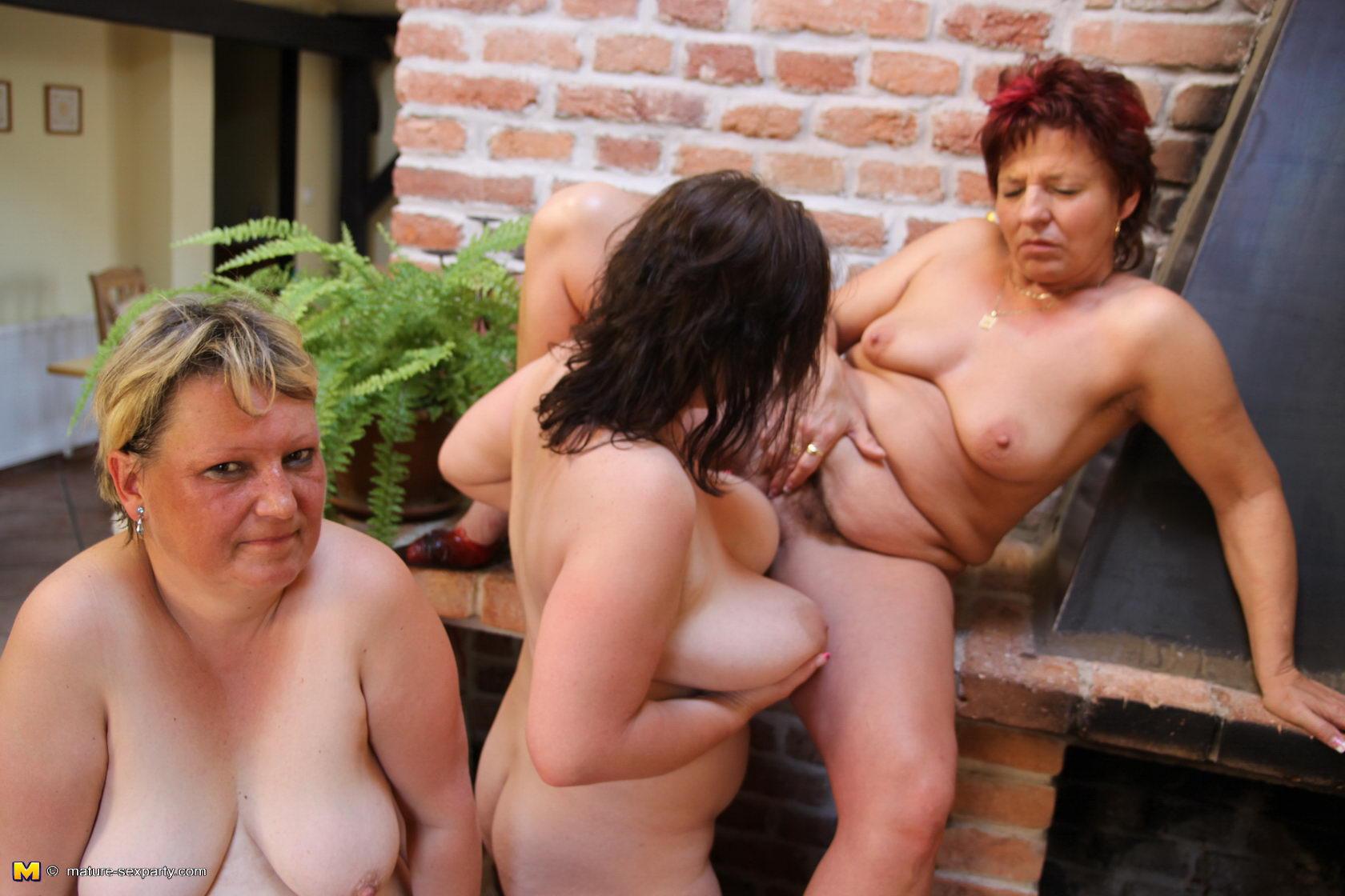 Три тети порно 5 фотография