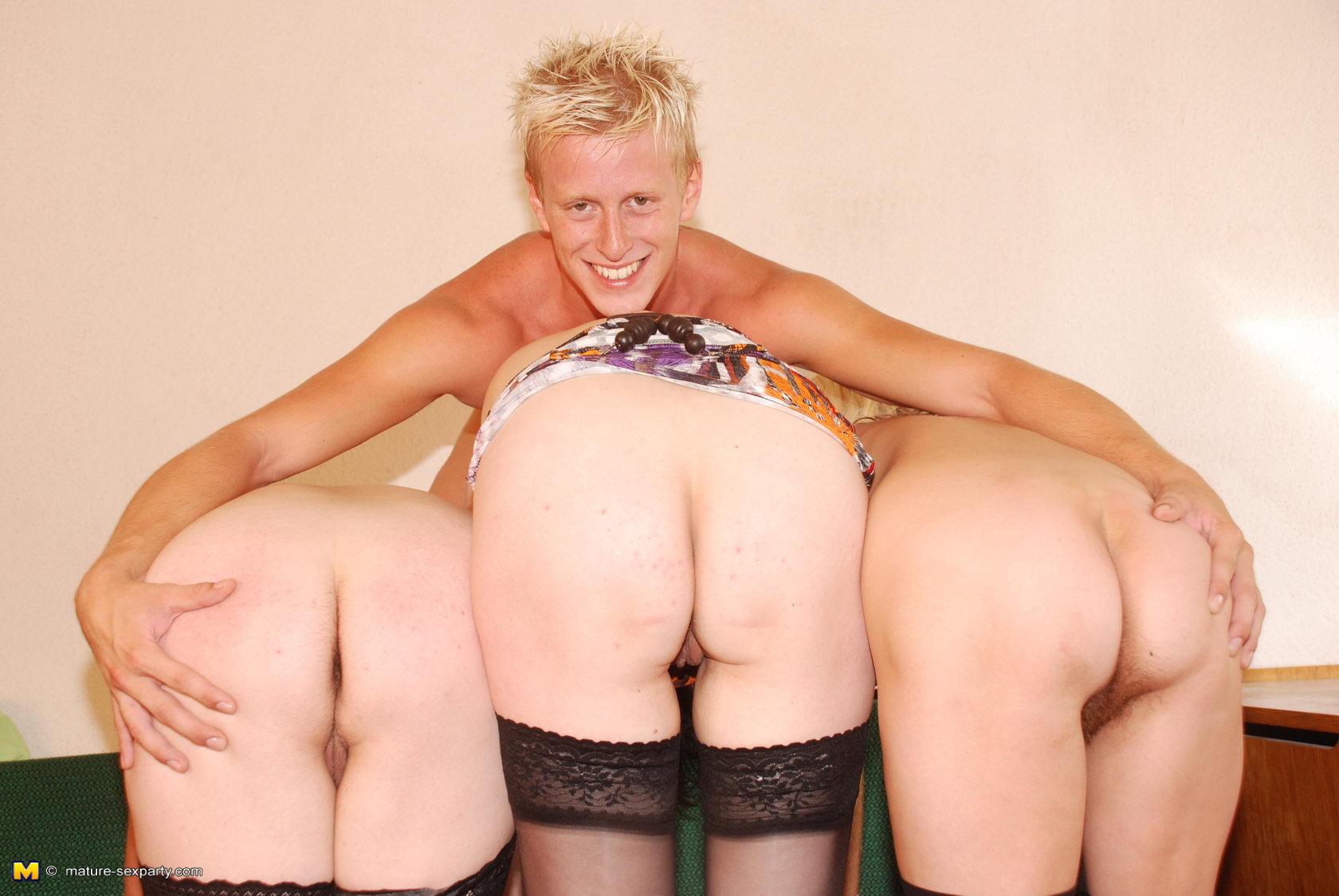 Три дамы парня порно 10 фотография