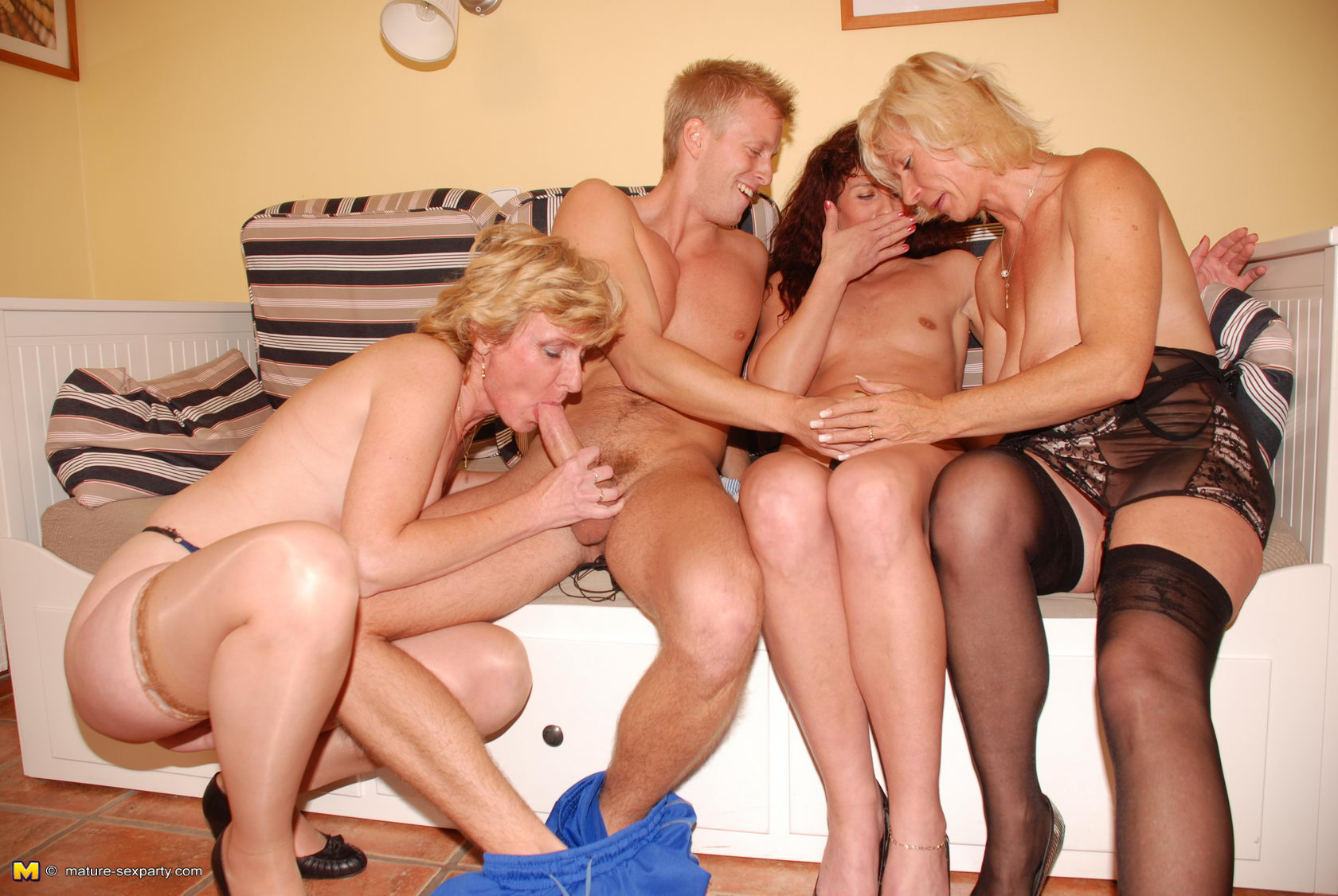 Секс онлайн ицест русский 3 фотография