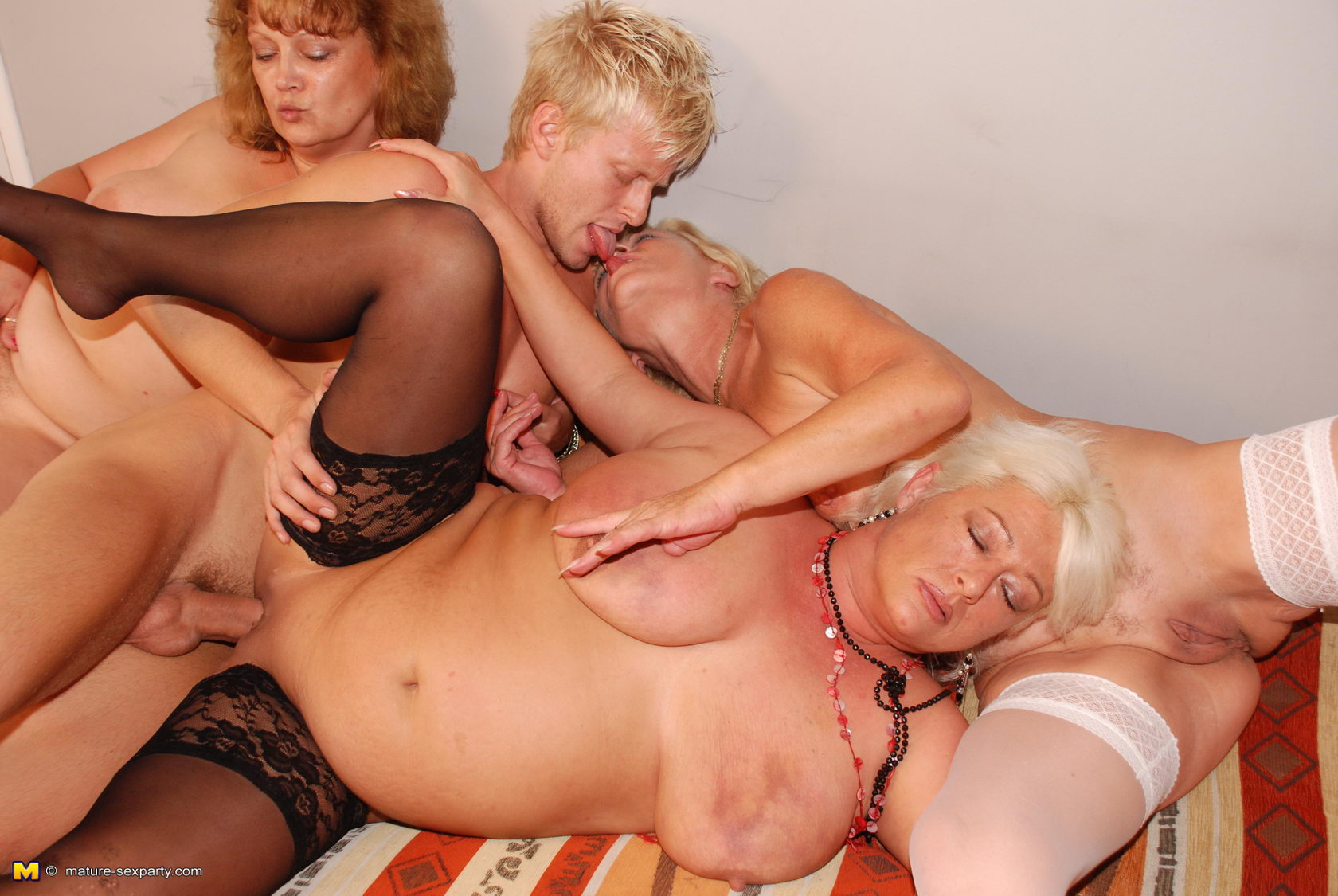 3 milfs on 1 cock double a75 7