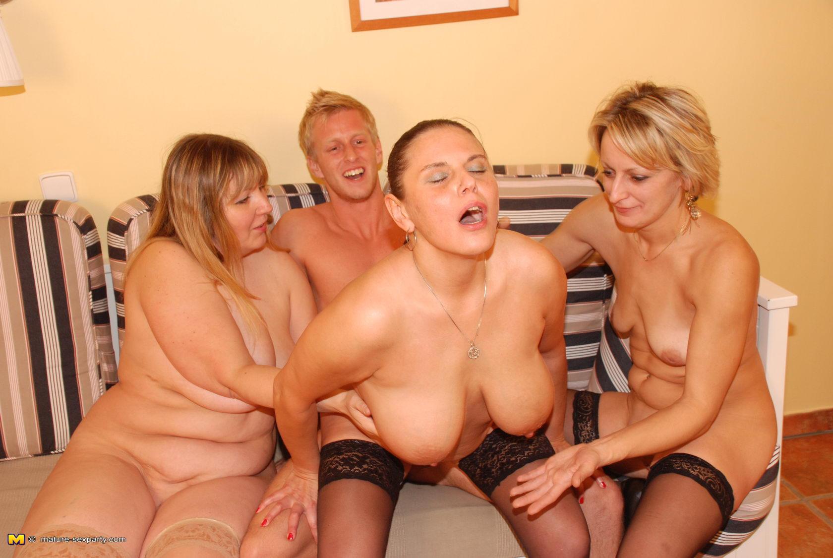 Женщины в общей бане фото бесплатно фото 615-538