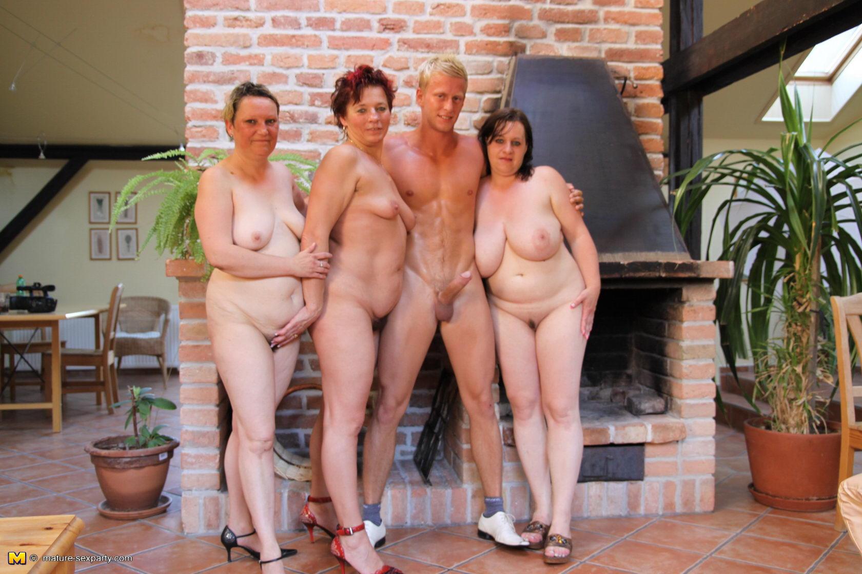 Смотреть бесплатно голых пожилых дам 10 фотография