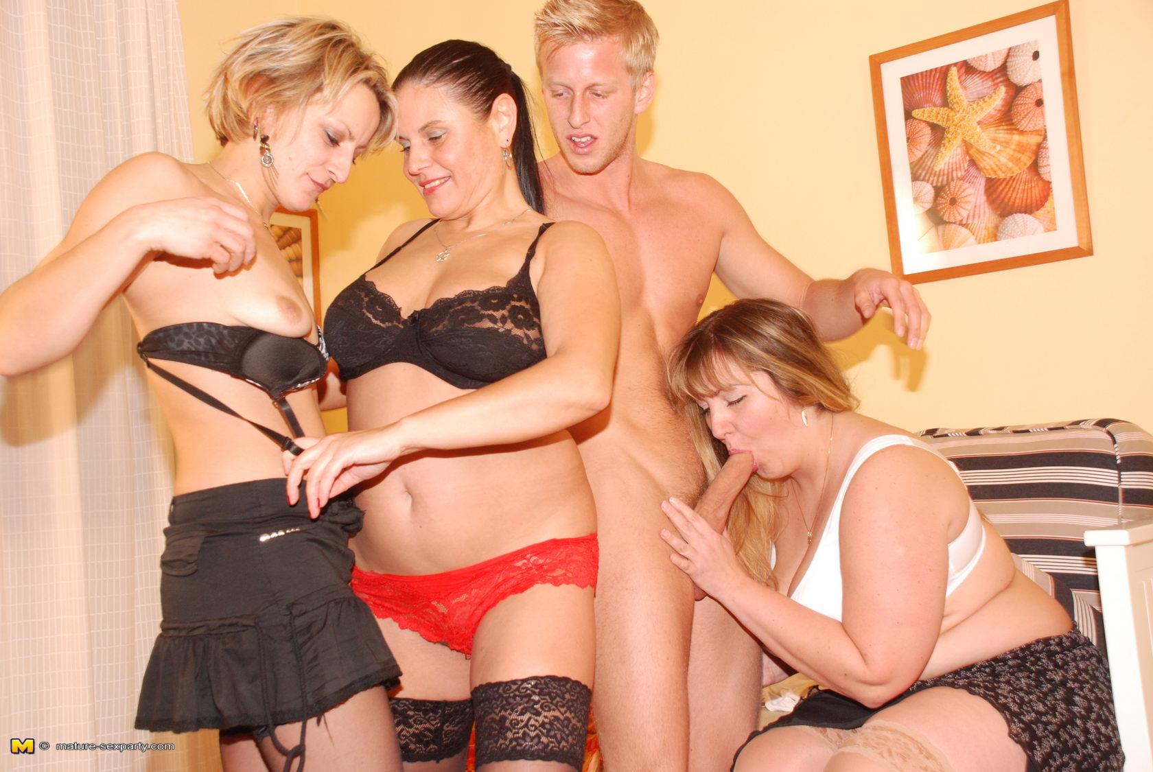 Смотреть онлайн секс со зрелыми тёлками 13 фотография