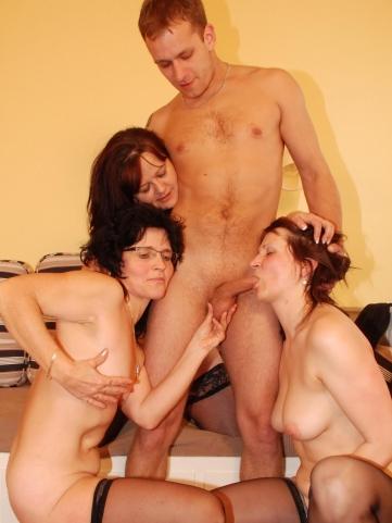 drei omas blasen jungen schwanz mature sexparty sexbilder