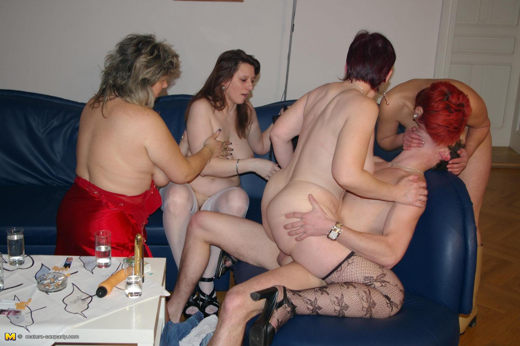 Секс маминых сынков 11 фотография