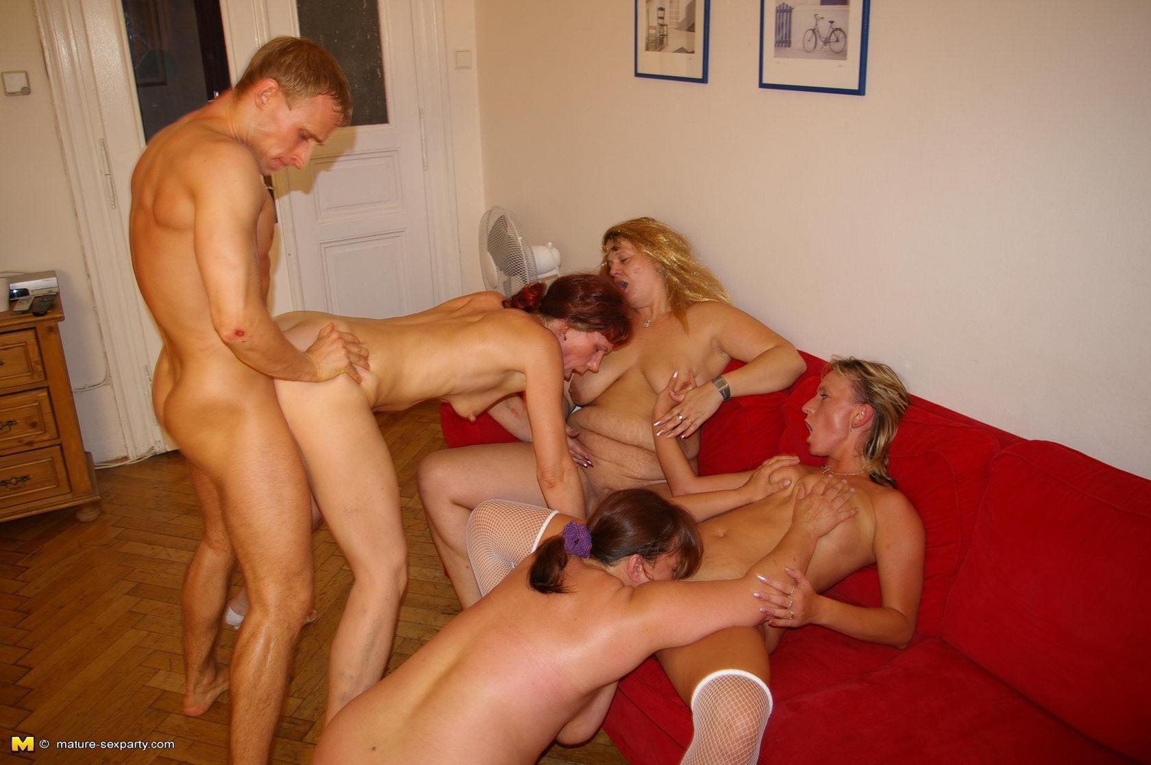 Секс вечеринка с зрелыми 15 фотография