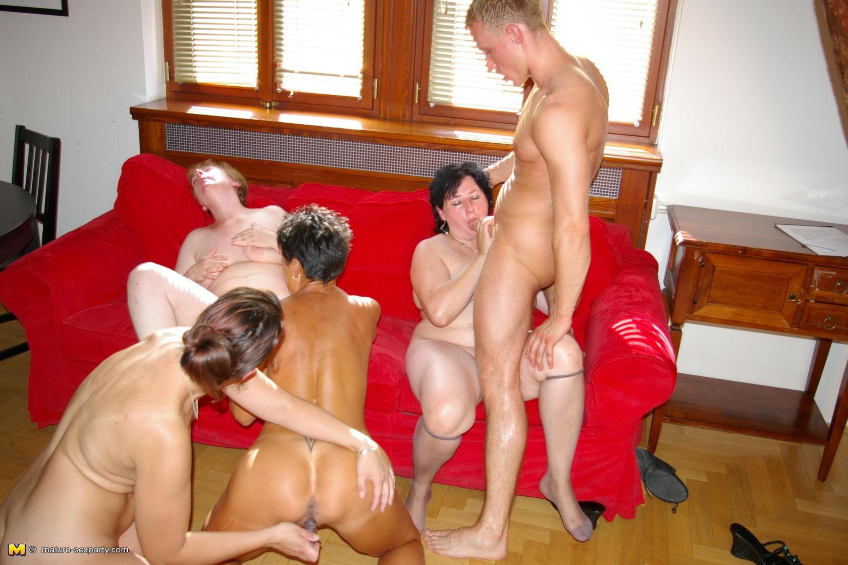 порно вечеринка зрелых мамочек онлайн