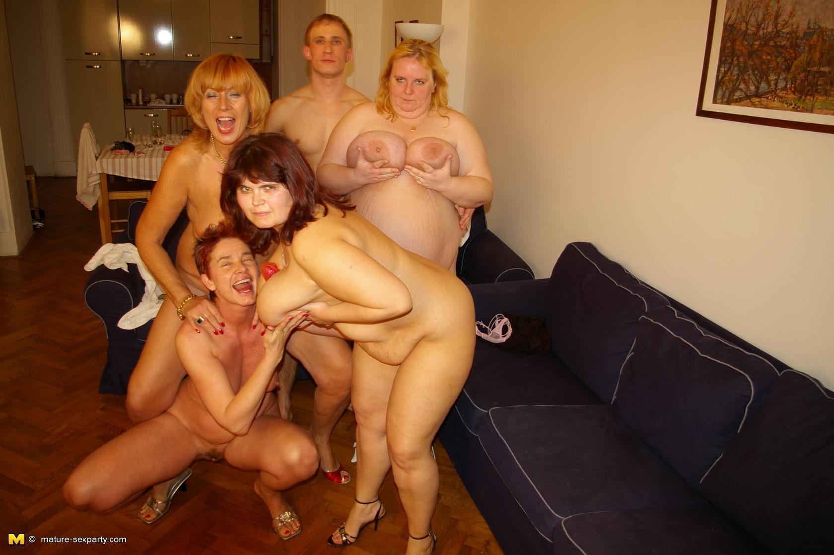 Секс со спящими пьяными зрелыми бабами 1 фотография