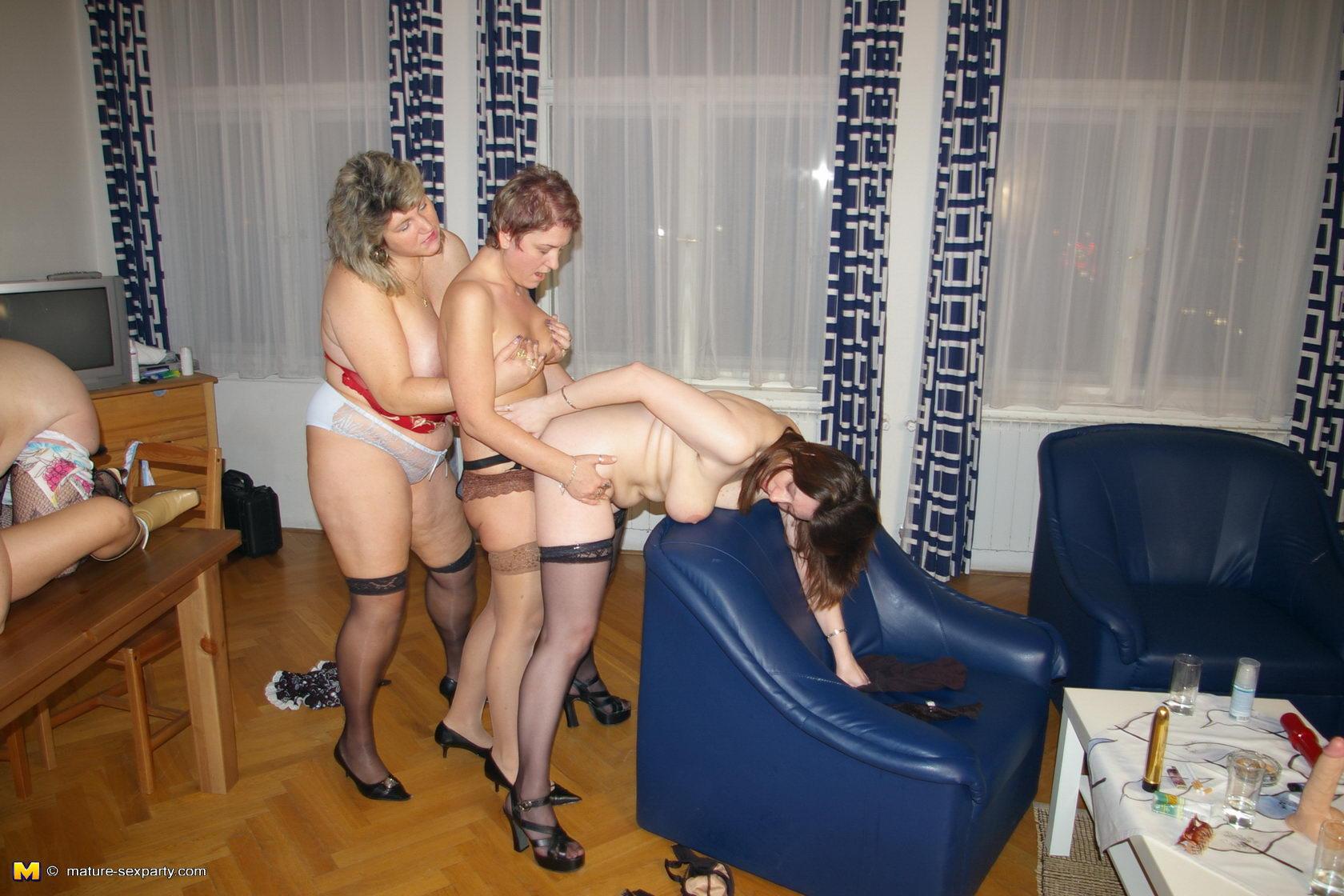Старые тётки лесбиянки 2 фотография