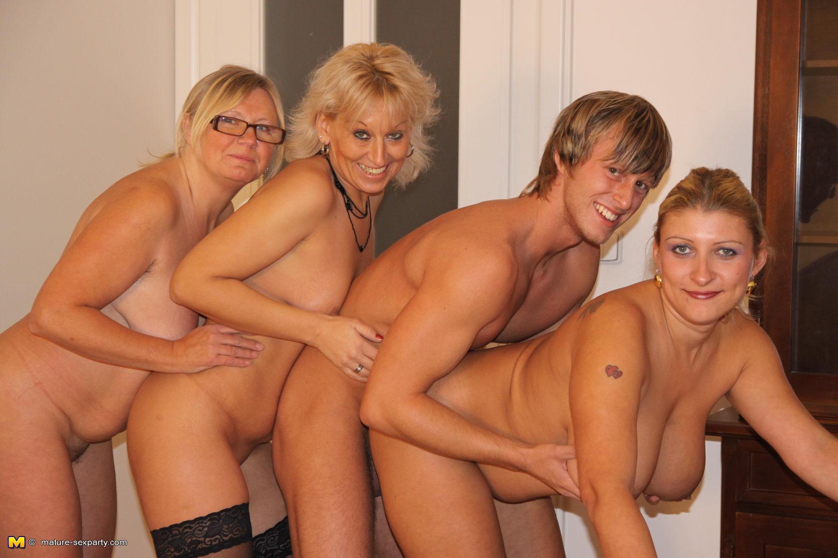 Три мамочки и один мужик 5 фотография