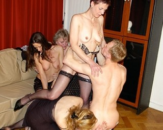 a hot and kinky mature sexparty in full effect
